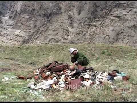 Expedition garbage in Nanda Devi sanctuary