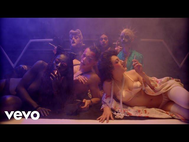 Videoclip oficial de 'Sweet Cigarette', de Vitalic.