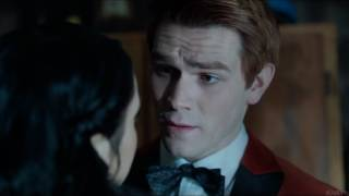 Riverdale 1x11 - Archie and Veronica search FP's trailer and kiss (HD) 4/5