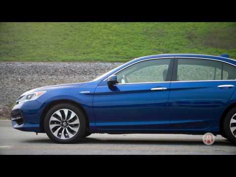 2017 Honda Accord Hybrid   5 Reasons to Buy   Autotrader