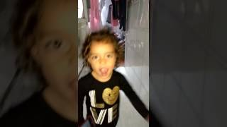 La niña más chiquita bailando 😘😇