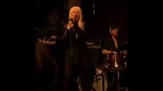 """Christina Aguilera performs """"Mother"""" (John Lennon)at Linda Perry some Minutes"""