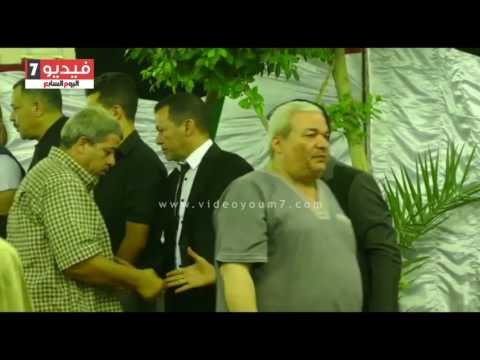 أهالى شبرا الخيمة يقدمون العزاء للفنان سعد الصغير فى وفاة والدته