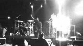 THE ROOTS - HUB BASS SOLO (LIVE) VEGOOSE 2006