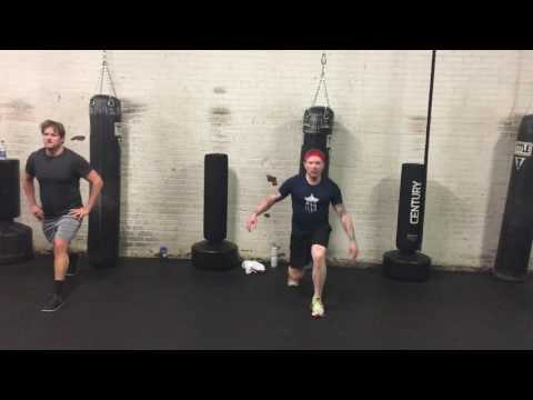 Group fitness lunge bounce