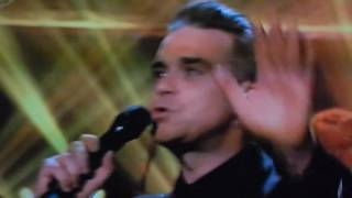 robbie williams performs his new single   love my life on the jonathan ross show
