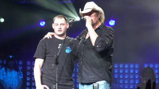 STUNNING VIDEO - Toby Keith Virginia Beach