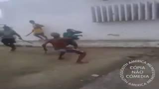 Briga de espadas ao som de musica de ação de naruto.utorrente