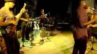 Guayacan- Cuando Hablan las Miradas- canta Yan Collazo.avi