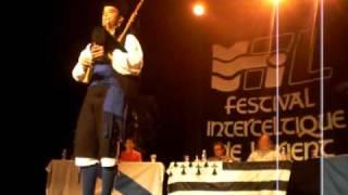 Hugo Noval entamando so actuación