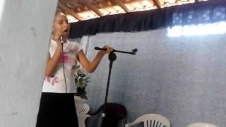 Sarah leal Espirito Santo cantando ao vivo