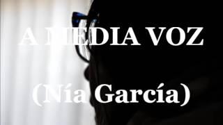 A media voz - Nía García