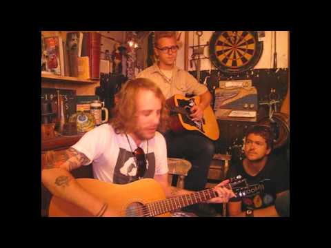 deer-tick-mirror-walls-songs-from-the-shed-session-songsfromtheshed