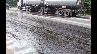 Bombeiros Militares estancam vazamento acidental de óleo diesel de tanque bitrem na BR 458