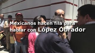 Mexicanos se reúnen con esperanza en la oficina de López Obrador
