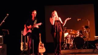 Sur la route, Mathylde au concert de Gerard Jaffres à Lesneven le 30 Aout 2014