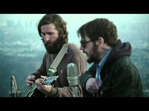 band-of-horses-heartbreak-on-the-101-live-at-the-hollywood-sign-band-of-horses