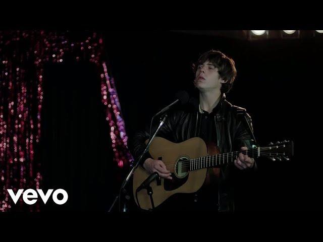 Videoclip oficial de 'Broken' de Jake Bugg.