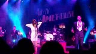 Amy Winehouse live Zurich - snooping