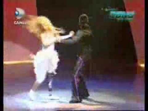 Rüzgar saçlı kız Ebru Özkan ve Cem Hakan (Latin & Salsa)