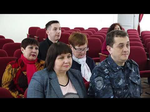 Николай Альшенко вручил жилищные свидетельства молодым семьям