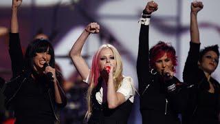 "Avril Lavigne - ""Girlfriend"" Live At Fashion Rocks 2007"