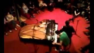 Chilly Gonzales feat. Frédéric - Bongo Monologue @ Botanique 2012