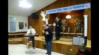 Miguel Ramos y khristopher  cantando te adorare de Emily Peña