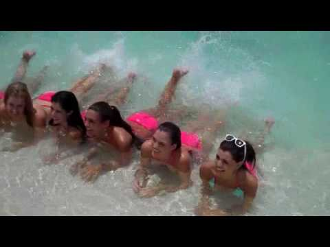 Miss Universe Contestants 2009 Swimming with stingrays at Ch