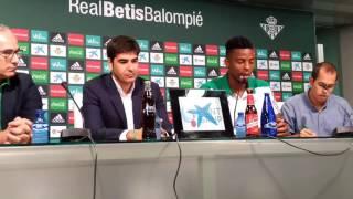 Rueda de prensa de Donk, como nuevo futbolista del Betis