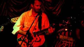 The PICANTES (surf-rock) -Como por un tubo.AVI