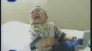 Como fazer um bebê dar muita risada