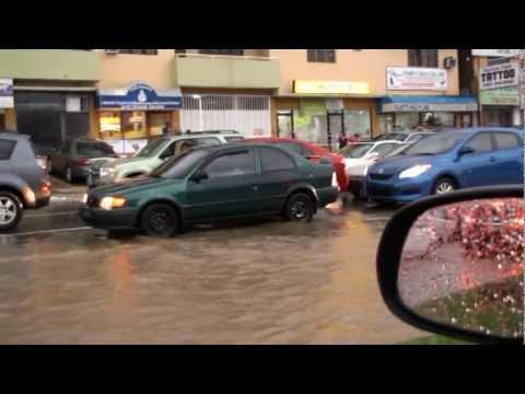 Puerto Rico -Ave 65 Infanteria inundada bajo la lluvia de Irene, 8 23 2011