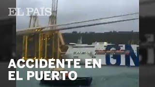 Un BARCO choca contra una grúa y provoca un INCENDIO en BARCELONA