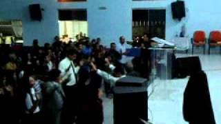 Cantor Fernando Barros ministrando na Igreja de Deus no Brasil - Setor Ipanema