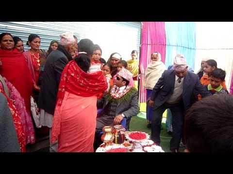 Pokhara-幫新郎點Tika