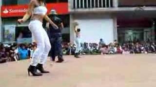 Calle latina. en temuco bailando