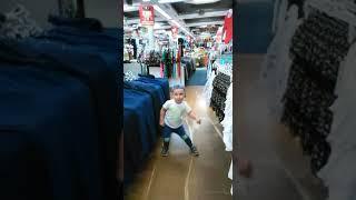 2y old boy dancing in shop (Timmy Trumpet & Krunk! - Al Pacino)