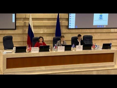 Искусство дипломатии: Евгения Титовская - о салехардском клубе для юных любителей международной политики