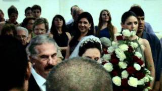 Noivo cantando para receber a noiva