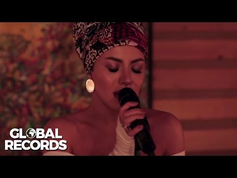 Nicoleta Nuca - Caught Out In The Rain | Studio Live