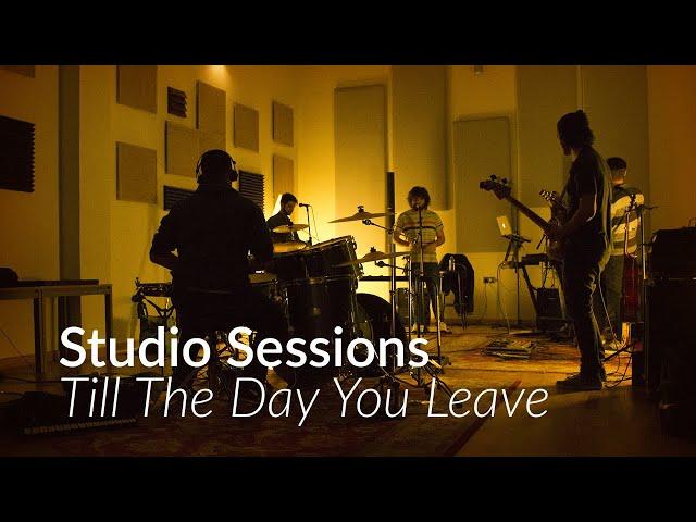 Video en directo de Ayoho, con la canción ''Till The Day You Leave''.