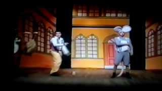 Cinderela e Seus Mosqueteiros- Cena 3- Música Todos por Ela.