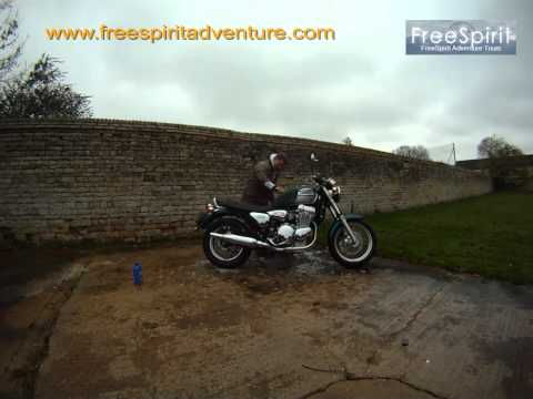 Peter Francon washes his Triumph Thunderbird 2003 Mk2