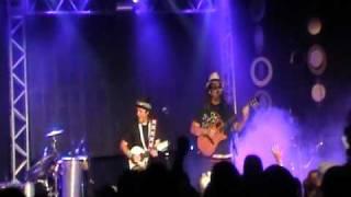 Armandinho e Moraes Moreira - Três meninas do Brasil - No Pelourinho - Salvador