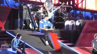 "One Direction 1D singing ""I Gotta Feeling"" & ""Beautiful Girls"" at the Rose Bowl WWA 9/13/14 HD"
