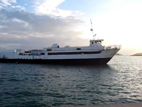 Cuebra Ferry coming in