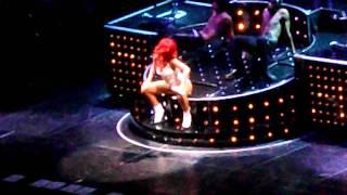 Rihanna - Skin (live)