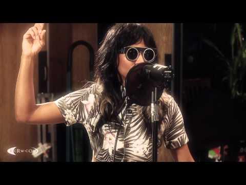 Lights Out En Espanol de Santogold Letra y Video