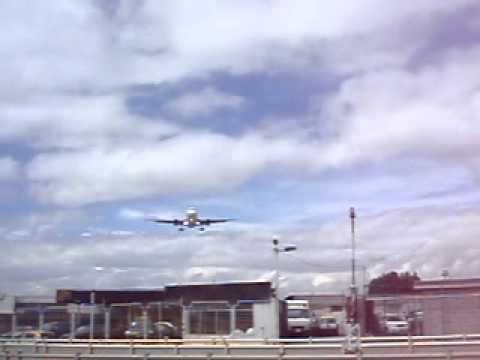 Avion aterrizando en Quito